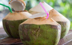 Cao huyết áp có nên uống nước dừa không?